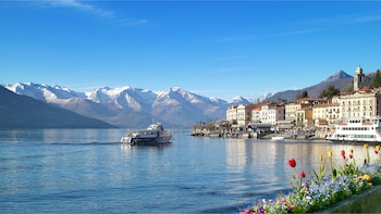 Three Lakes Grand Tour: Private Excursion from Como