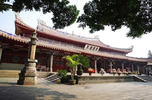 Quanzhou Highlights Private Day Tour from Xiamen