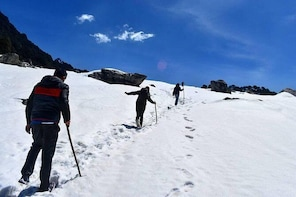 Winter Snow Trek in Himalayas in Tirthan Valley