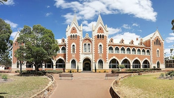 Pinnacles Desert & New Norcia Full-Day Tour