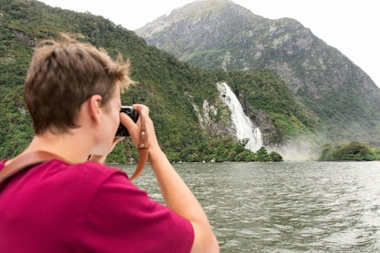 Milford Sound Fly-Nature Cruise-Fly Half Day Tour