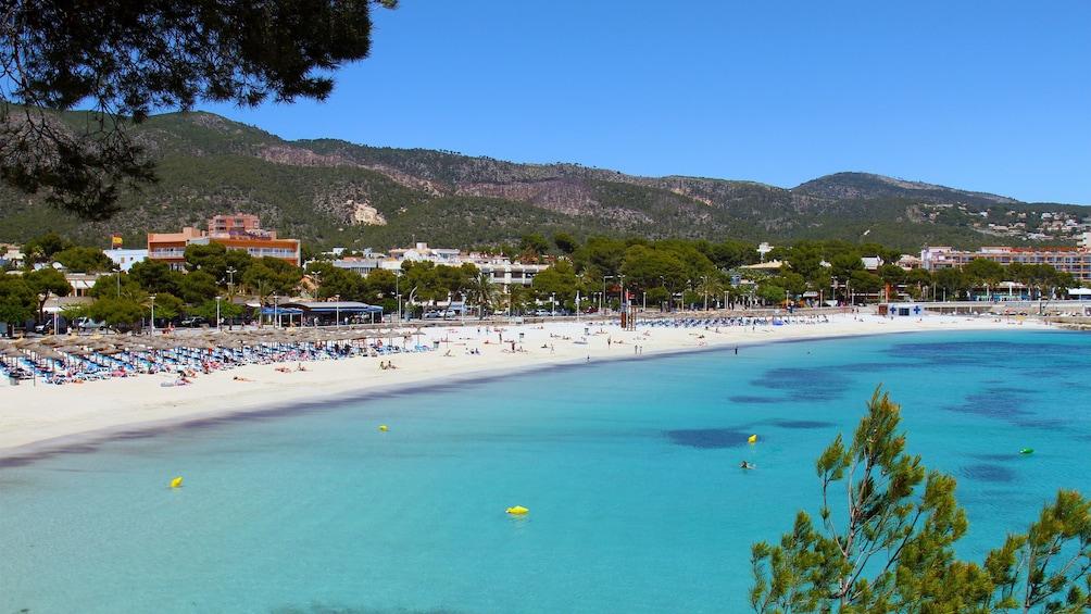 Foto 3 von 10 laden Gorgeous panoramic view of Palma Bay