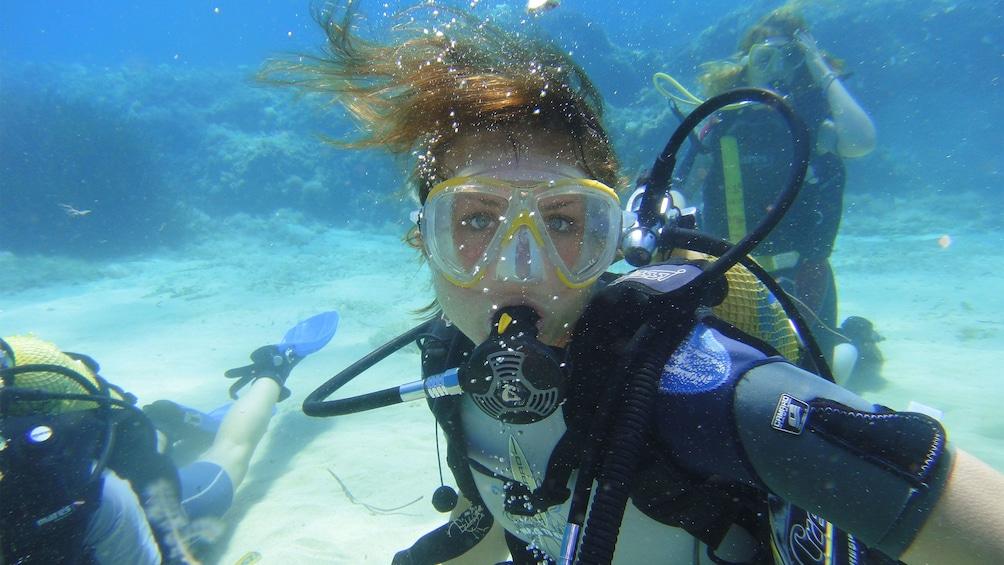 Foto 1 von 10 laden Person diving in Palma Bay