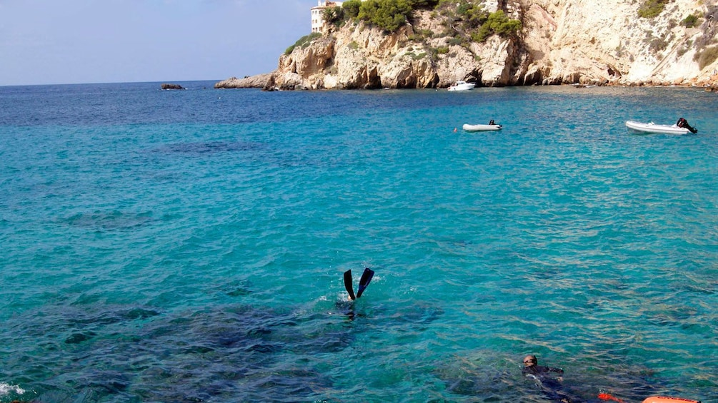 Tourists diving in Santa Posa