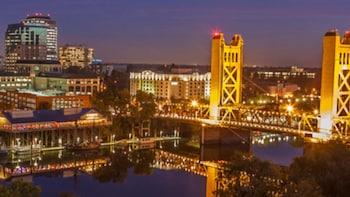 Sacramento Scavenger Hunt: Sacramento Sprint Bar Crawl