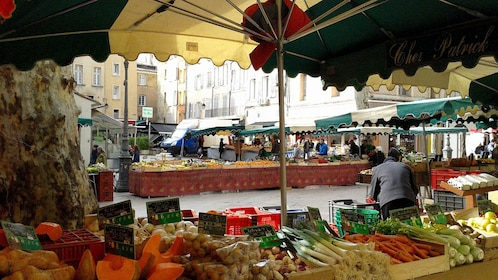 Open-air fruit and vegetable market in Aix-en-Provence