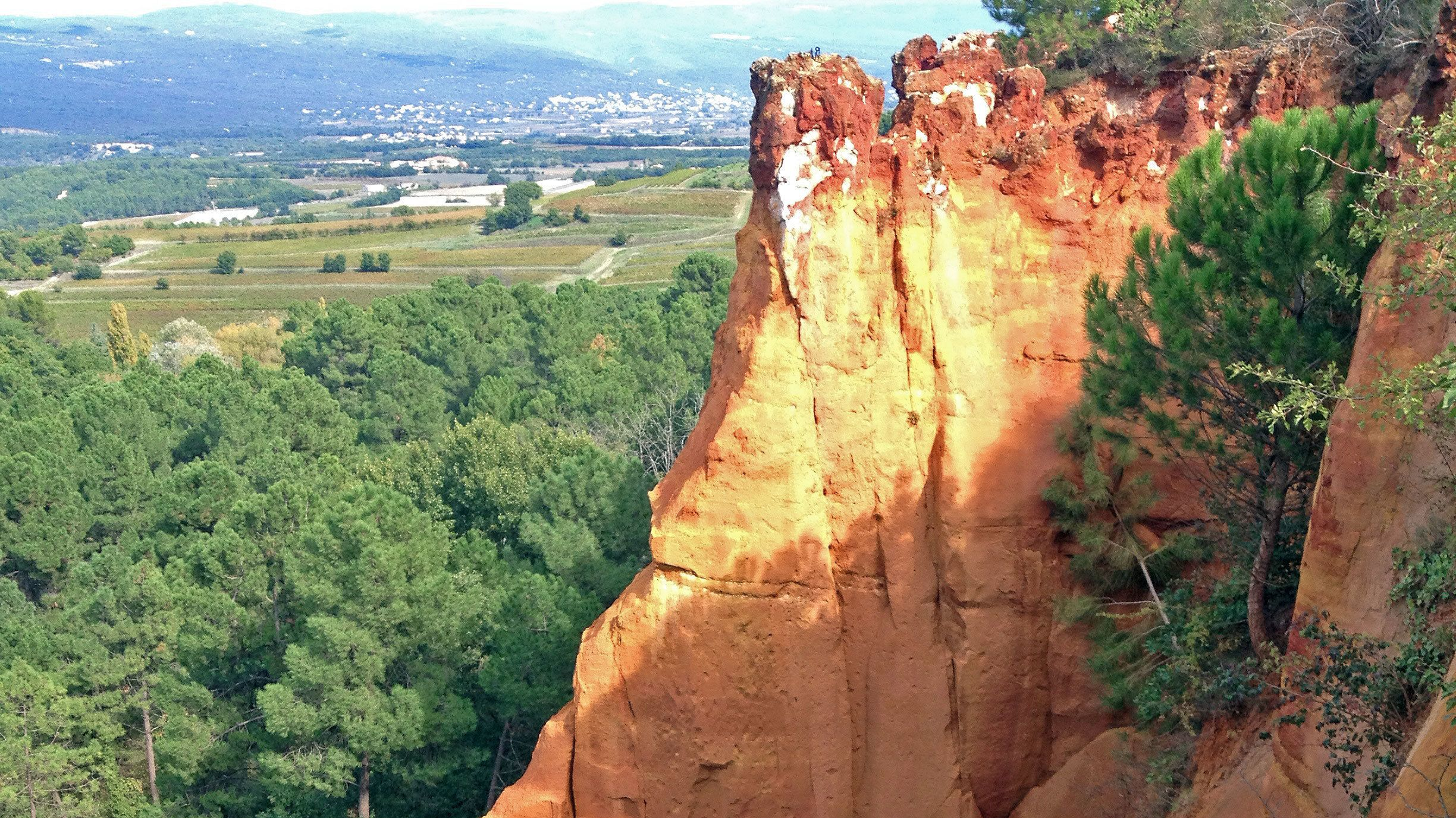 Red cliffs near the city of Roussillon