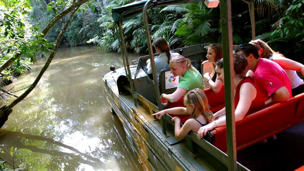 Charger l'élément 4 sur 4. group of people enjoying ride on amphibious DUKW through river in Cairns