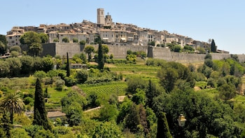Small-Group Cannes, Antibes & St.-Paul-de-Vence Tour from Monaco