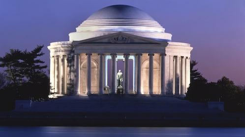 The Thomas Jefferson memorial in Washington DC at night