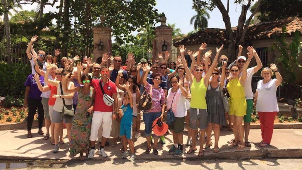 Foto 8 van 8. Tour group in Miami