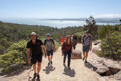 Hiking Freycinet NP b.jpg