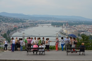 Excursión turística en autobús y a pie en grupos pequeños