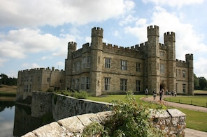 FULL DAY Leeds Castle & Canterbury tour from Brighton