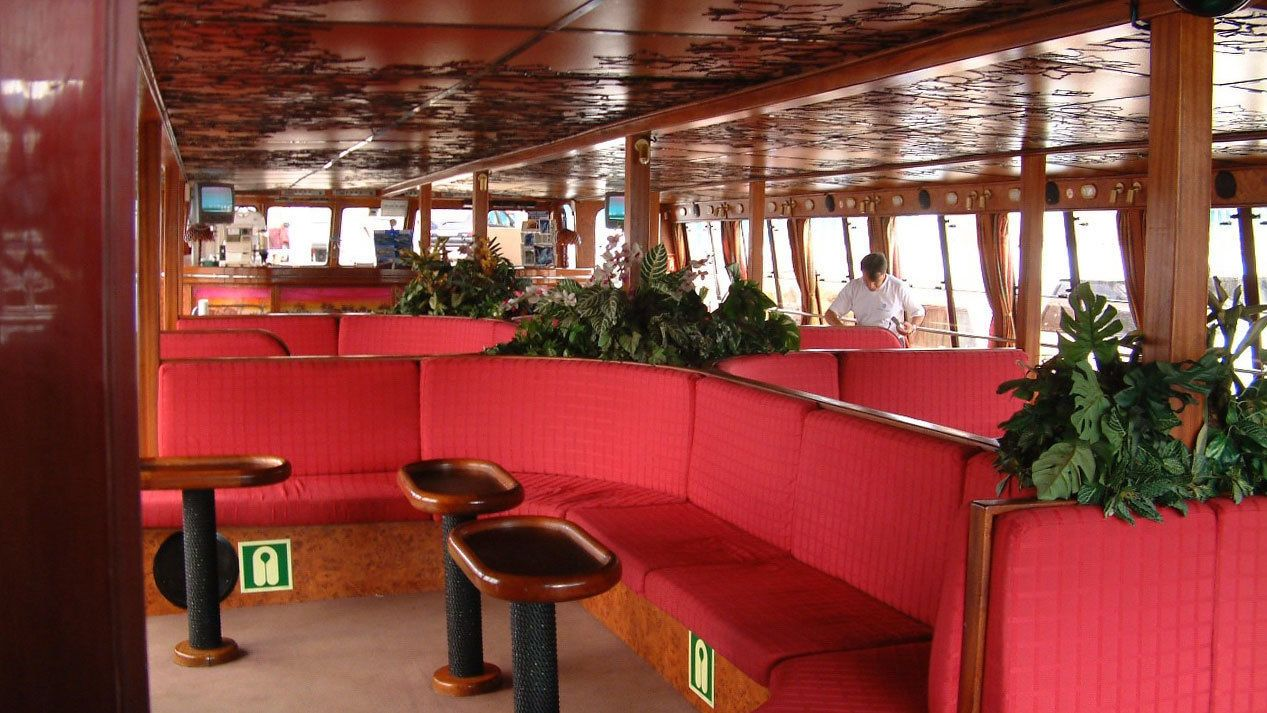 Seating quarters inside the tour vessel