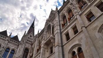 Spring-køen-over-billet til rundvisning i parlamentet i Budapest – EU-borge...