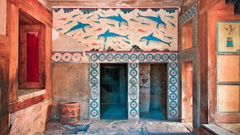 VIP Knossos Palace & Museum with Wine Tasting from Chania