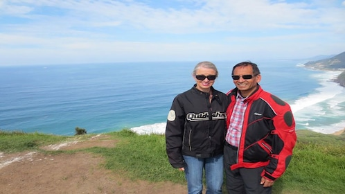 man and woman together near cliff overlooking ocean in Sydney