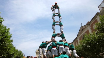Small-Group Vineyards & Human Tower Experience