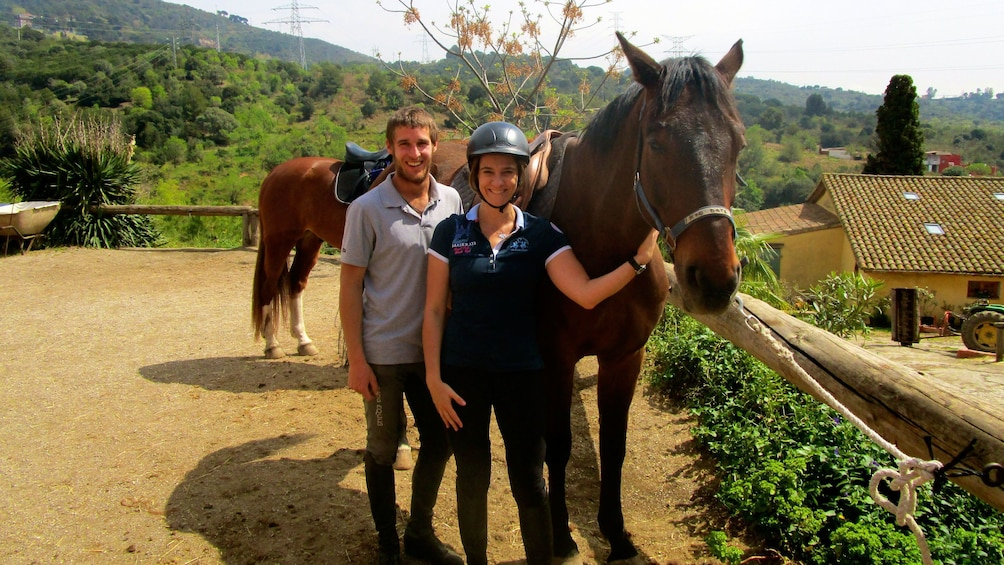 Ver elemento 1 de 9. man and a woman holding horse at ranch in Barcelona