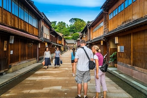 Private & Personalized: Full Day in Kanazawa with a Local