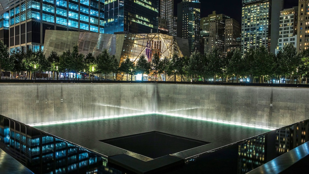 Åpne bilde 5 av 10. View of the reflection pool memorial at night at the National September 11 Memorial Museum in New York