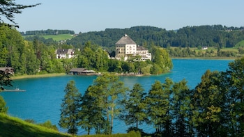 Lake District and Hallstatt Private Tour from Salzburg