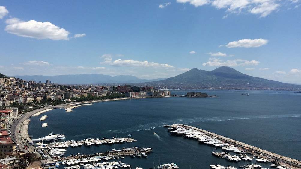 Foto 1 van 5. Aerial view of Naples Harbor