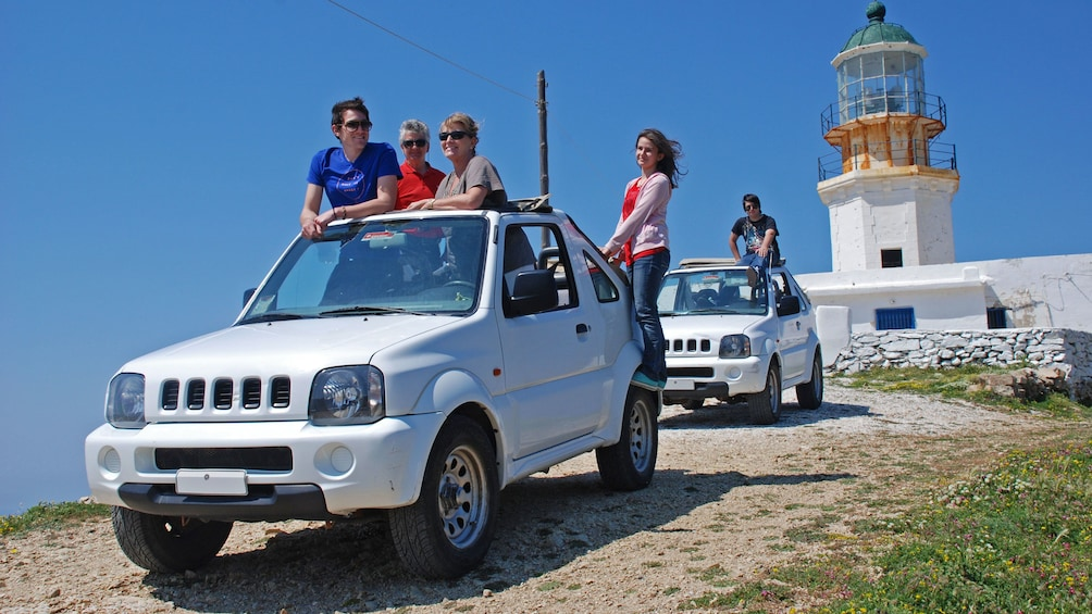 Charger l'élément 1 sur 10. Jeep riding group stopping at a lighthouse on Mykonos