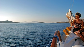 Small - Group Sunset Sailing Cruise