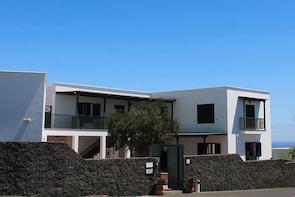 Guided Visit José Saramago's House Museum in Lanzarote