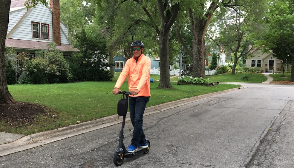 Show item 2 of 2. Electric Scooter Glide – Green Bay