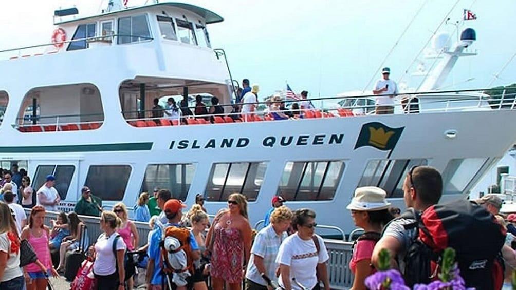 Boston to Martha's Vineyard with Optional Island Tour