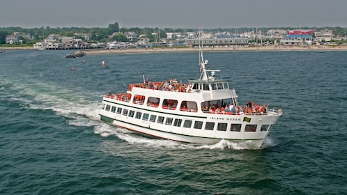 Boat on tour in Martha's Vineyard