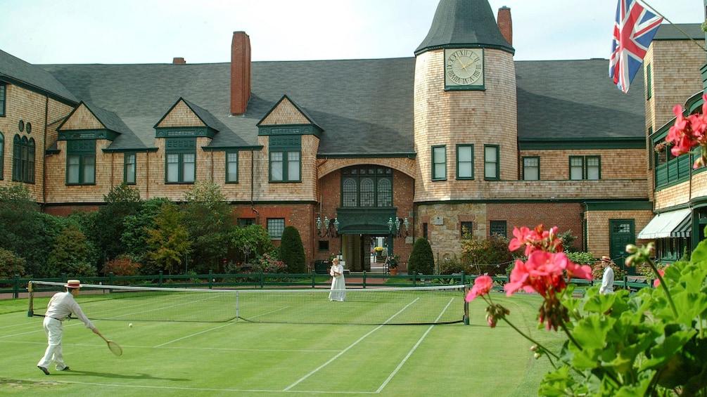 Tennis court on tour in Newport