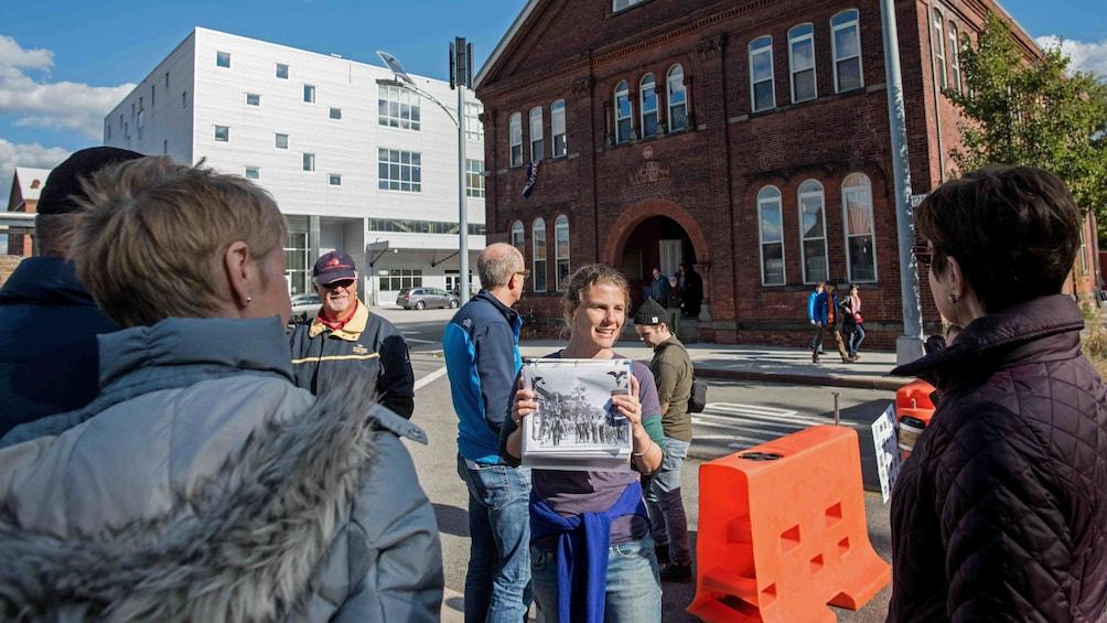 Charger l'élément 2 sur 9. tour guide talking in front  of brick building