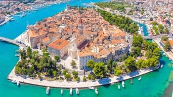 Upplev Trogir med Guide på en daglig liten grupp tour