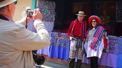Couple take picture in front of vendor in Santiago