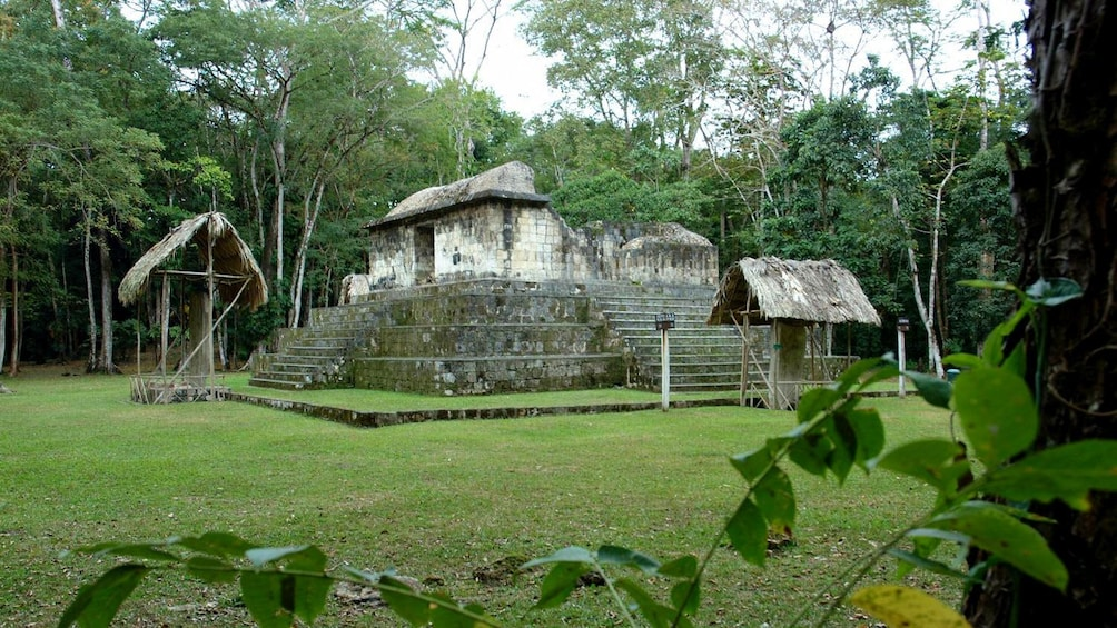 Ruins of a temple in Ceibal
