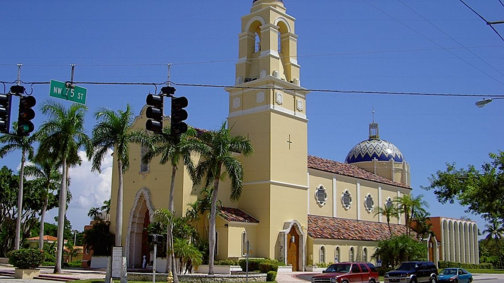 Foto 3 van 7. Cathedral of Saint Mary's in Miami