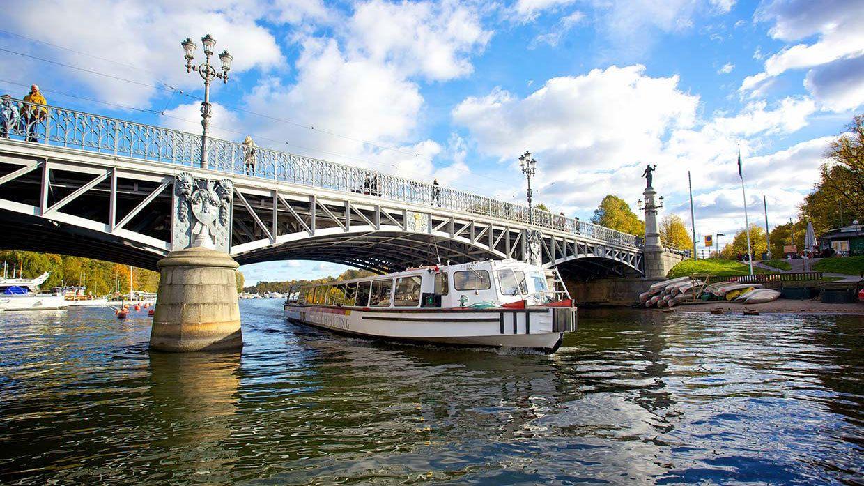 Bajo los puentes de Estocolmo