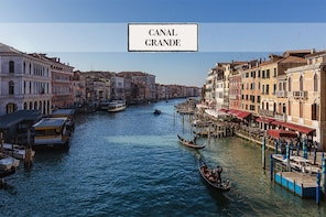 VIP Grand Canal Boat Tour with 3-Course Lunch