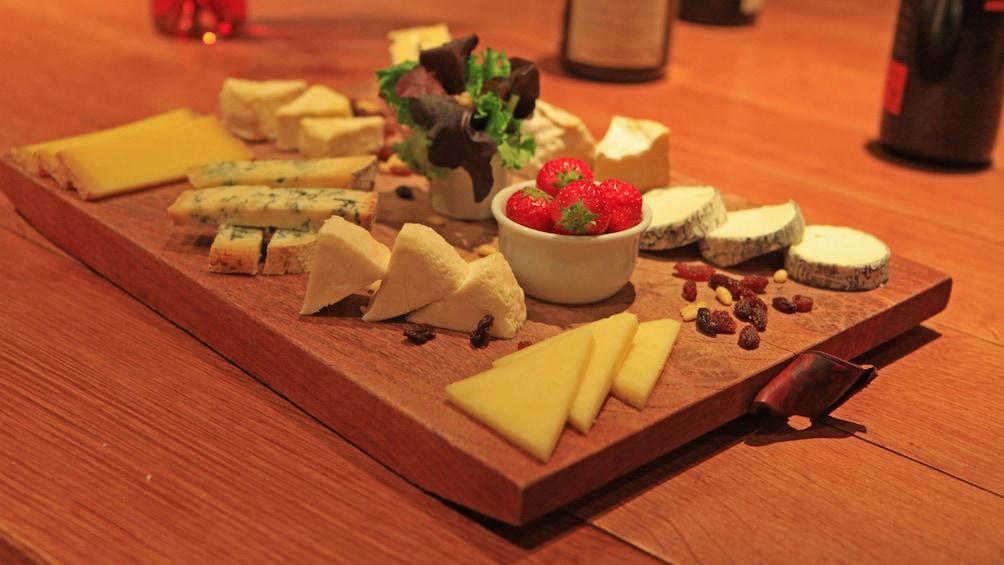 Foto 6 van 6. Cheese plate in France