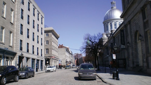 historic buildings in montreal