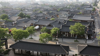 2-Day Jeonju Hanok Village Tour
