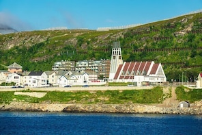 Hammerfest (HFT) to City Centre to Airport - Private Transfer