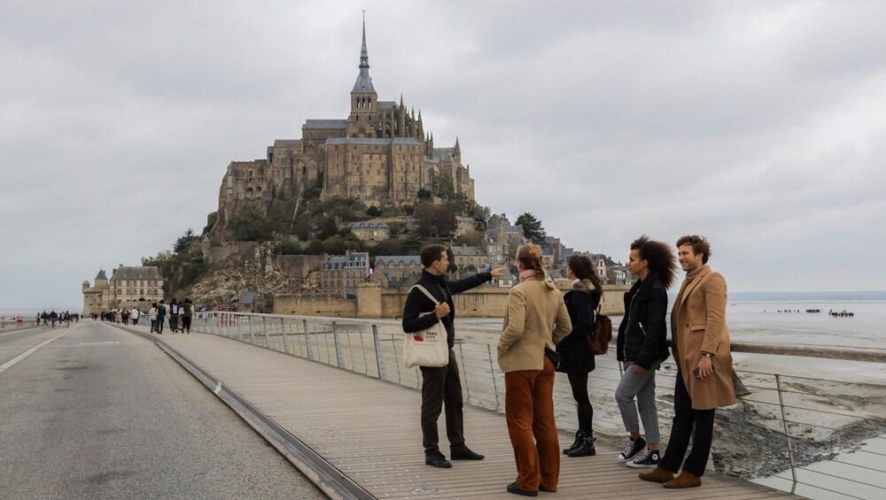 Charger l'élément 1 sur 9. 3-Day Tour: Mont St. Michel & Loire Valley Castles