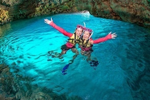 Easily set sail by boat! / Blue cave snorkel