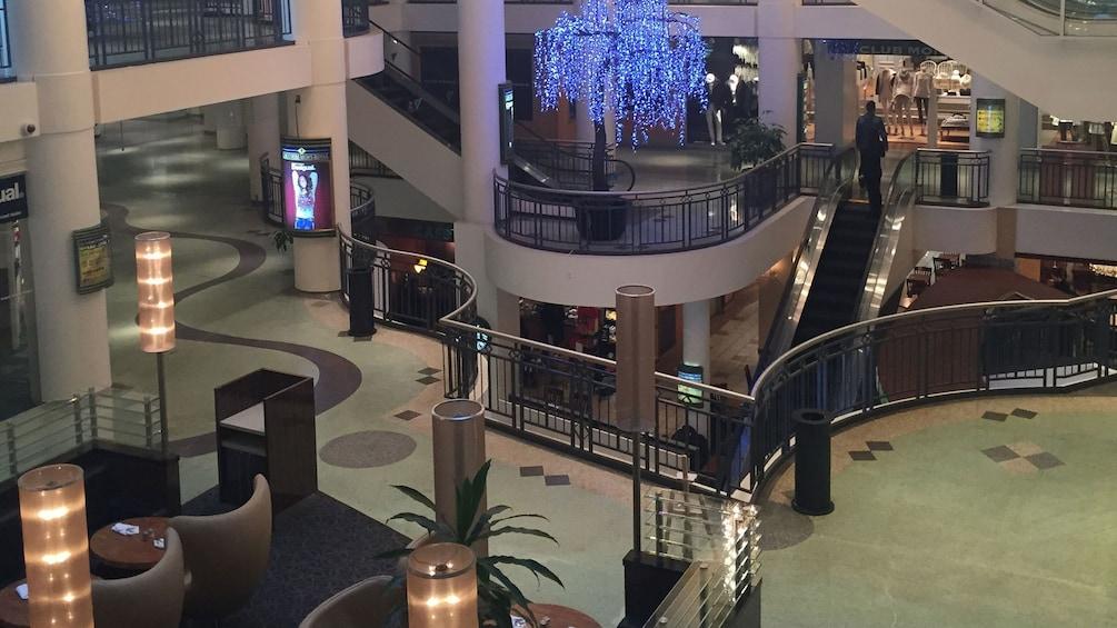 Foto 1 von 5 laden underground shopping mall in Montreal