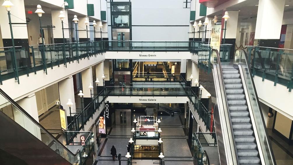 Foto 2 von 5 laden underground mall layers in Montreal
